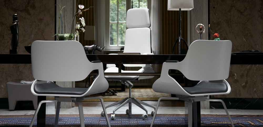Aspire Office Solutions – Exectuive Seating Silver