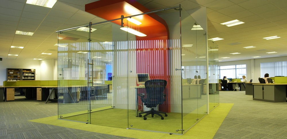 Aspire Office Solutions – Frameless Glass Partitioning System 8500 2