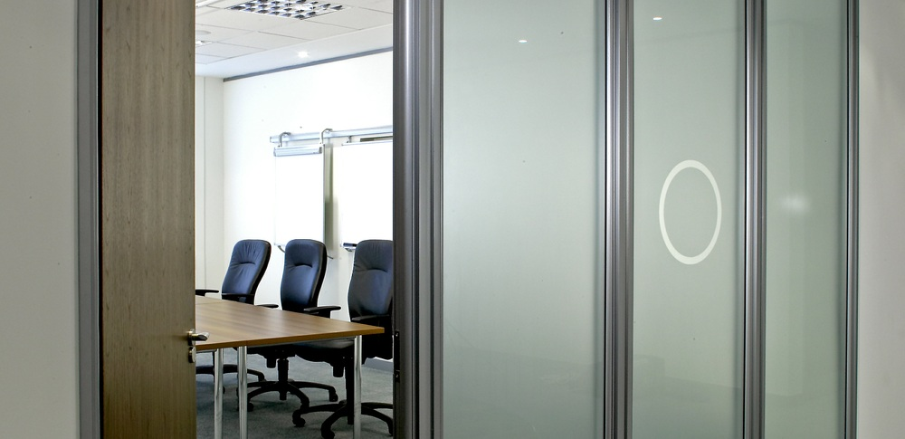 Aspire Office Solutions – Glass Partitioning System 6000 1