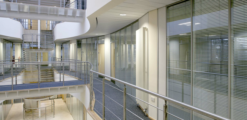 Aspire Office Solutions – Glass Partitioning System 6000 2