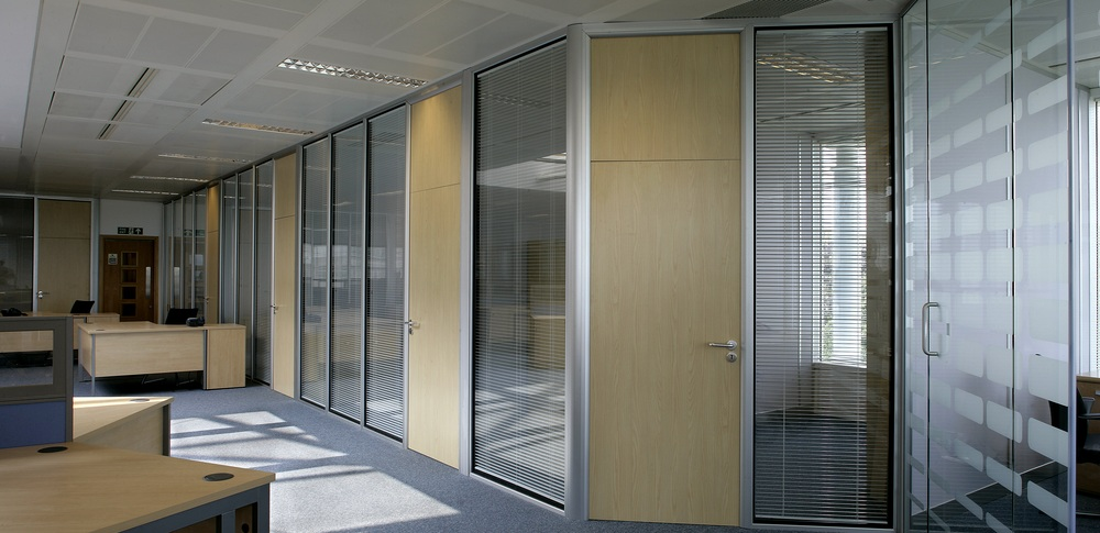 Aspire Office Solutions – Glass Partitioning System 6000 4