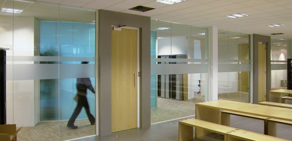 Aspire Office Solutions – Glass Partitioning System 8000 1