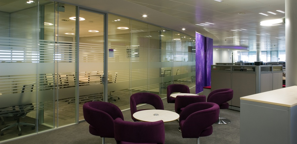 Aspire Office Solutions – Glass Partitioning System 8000 2