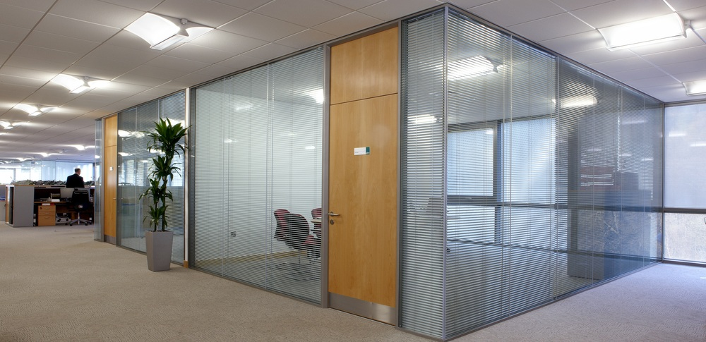 Aspire Office Solutions – Glass Partitioning System 8000 4