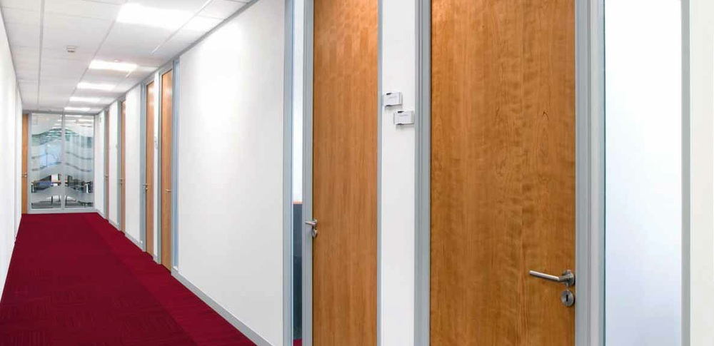 Aspire Office Solutions – Solid Partitioning Komfire 75 1